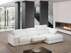 apuesta por un sof 225 blanco y lia visualmente el espacio