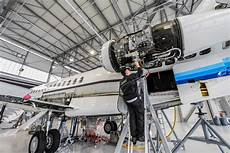 Airplane Mechanic Aviation Mechanic Shortage Looms As Risk For Industry