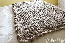 einfache gestrickte decke arm knit a blanket in 45 minutes by simply maggie