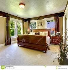da letto elegante da letto verde elegante con il grandi letto e tende