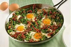 cosa si cucina oggi uova con piselli e speck cosa cucino oggi ricette di