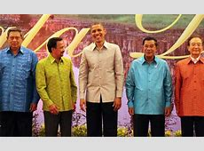 Obama dons tradition silk clothing for Cambodia dinner