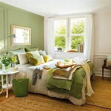 dormitorio en verde y blanco con alfombra de fibra 438307