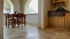 rivestimenti per pavimenti interni pavimenti in travertino per interni soggiorno pietre di