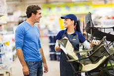 Retail Store Assistant How To Improve Communication With A Two Way Radio System