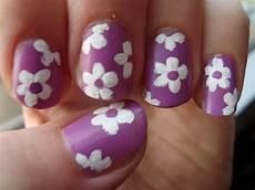form negle negle nymfer en om neglelak retro blomster