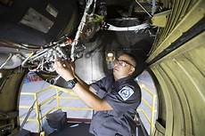 Airplane Mechanic American Airlines Reaches 4 2 Billion Deal With Mechanics