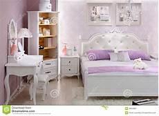 da letto doppia da letto lilla alla moda con la doppia base