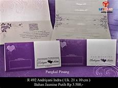 contoh undangan pernikahan warna ungu simak gambar berikut