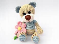 teddy with flower amigurumi pattern amigurumipatterns net