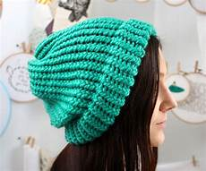 knit a slouchy hat on a loom 6