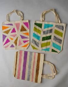 diy geometric painted tote bags looks like all it is is