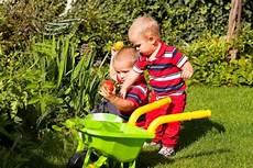 giochi da cortile per bambini giochi per bambini da fare all aperto nostrofiglio it