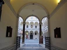 il cortile roma file palazzo della cancelleria roma cortile 01 jpg