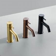 quadro rubinetti finiture e forme per la rubinetteria al salone