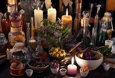candele e magia libro di magia nera con le candele e la carta nere