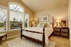 da letto beige la da letto beige accogliente con il soffitto