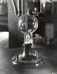 Electric Light Bulb 1879 Thomas Edison Lightbulb Thomas Edison Muckers