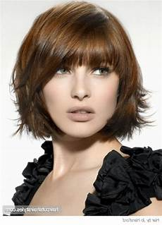 frisuren dickes haar pony layered bob with bangs layered bob hairstyle with