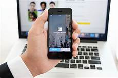 Linked In Linkedin Updates App In Bid To Become Your Go To Source