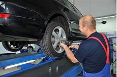 Rad Wechseln Werkzeug Auto by Reifen R 228 Der Rad Und Reifenwechsel In Der Autoplus