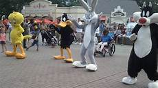 Six Flags Characters Six Flags Great Adventure Characters Dancing 2 2 Youtube