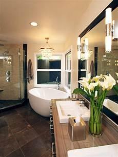 20 luxurious bathrooms with chandelier lighting
