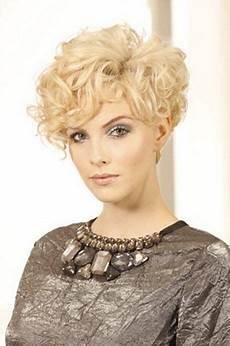kurzhaarfrisuren leichte locken dauerwelle kurze haare frisuren kurze haare dauerwelle