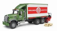 Bruder Malvorlagen Chords Bruder Mack Granite Cargo Truck With Forklift Attached
