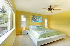 da letto gialla da letto moderna gialla con la base