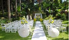 simple and unique outdoor wedding ideas mom bloggers club