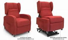 poltrona con ruote poltrona per disabili elettrica reclinabile con alzata in