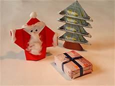 ein weihnachtsbaum aus geldscheinen basteln gestalten