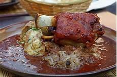 cucinare il cuore di maiale stinco di maiale in padella cuciniamo
