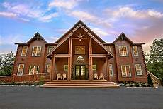cabin big 16 bedroom sleeps 80 the big moose lodge by large cabin