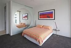 specchi in da letto specchi trasformano la da letto