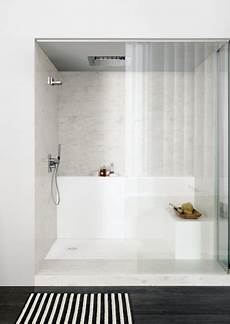 vasca in corian shower trays and baths corian 174 solid surfaces corian 174