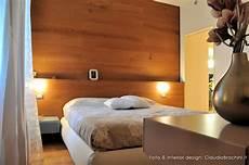 parete rivestita in legno interior design camere brachini torino