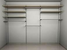 montanti per cabina armadio cabina armadio spaziosa e funzionale con molte mensole