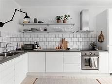 cucine con mensole foto cucina con piano grigio e mensole di rossella