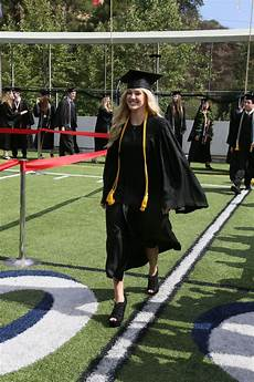 Viewpoint School Calabasas Ava Sambora Graduates From Viewpoint High School In