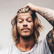frisuren männer bob surfer hair for 21 cool surfer hairstyles 2019 guide