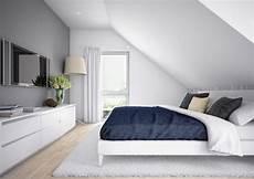 schlafzimmer in weiß einrichten inneneinrichtung schlafzimmer satteldach haus edition 1
