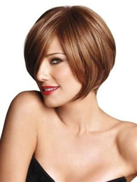 Short Hairstyles: Sleek Graduated Bob Hairstyle For Women