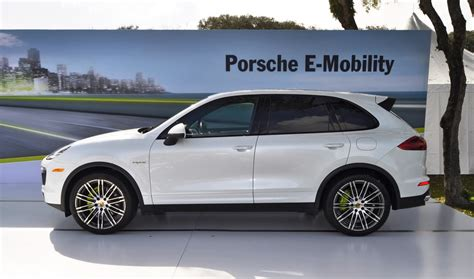 Porsche Cayenne Features by 2016 Porsche Cayenne Pricing Features Edmunds