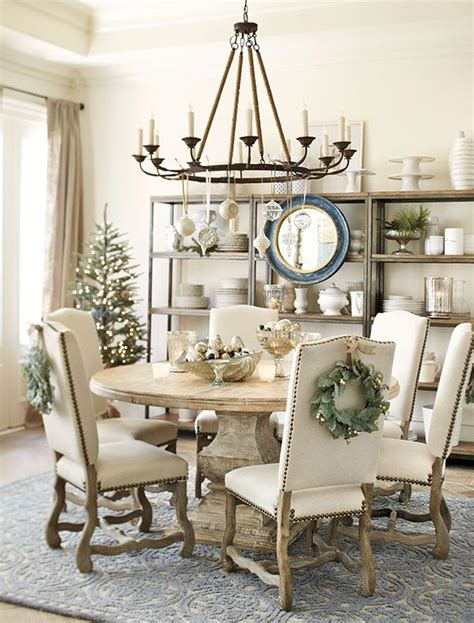 dining room table accents 1000 ideas about christmas dining rooms on pinterest