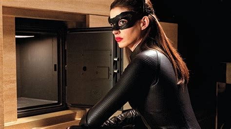film terbaik anne hathaway anne hathaway on a possible catwoman movie den of geek