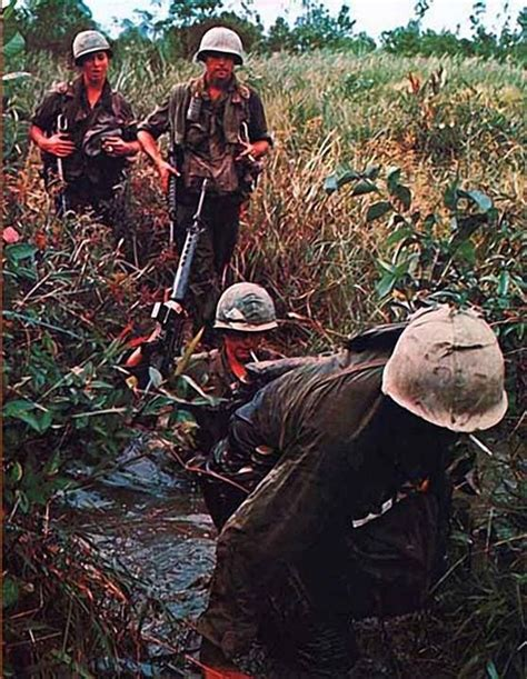 libro the vietnam war 1956 1975 25 best ideas about vietnam war photos on vietnam war war and vietnam country