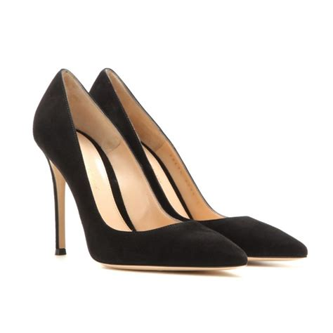 Ittaherl Ilona Black Pointed 85mm kate middleton s four pairs of gianvito 105 pumps