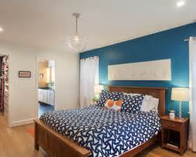 Transitional Bedroom Decorating Ideas - chambre mur bleu canard photos et id 233 es d 233 co de chambres